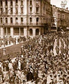 Defilare germană pe Calea Victoriei, în fața Fântânii Sărindar