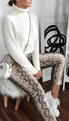 Animal Print em Looks Minimalistas in Colourful Girl Semana Mode Outfits, Trendy Outfits, Fashion Outfits, Sporty Outfits, Skirt Fashion, Fall Winter Outfits, Autumn Winter Fashion, Spring Outfits, Fashion Mode