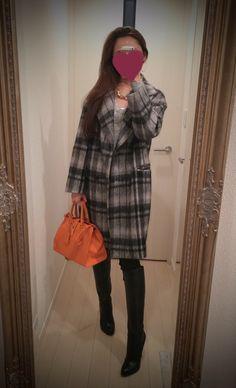 Checkered gray and black coat + orange bag + black long shoes - http://ameblo.jp/nyprtkifml