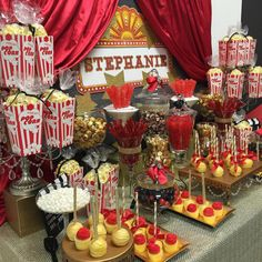 Sociable wrote quinceanera party themes Read the full story Hollywood Birthday Parties, Birthday Party Celebration, Birthday Party Themes, Hollywood Theme Party Food, Birthday Ideas, Hollywood Theme Decorations, Hollywood Glamour Party, Birthday Decorations, Deco Cinema