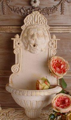 Biały Wodnik Ogrodowy z Głową Lwa / Stylish Aquarius garden with Lion Head