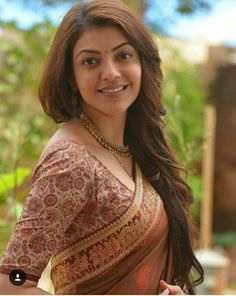 Kajal Agarwal is one of the most popular and beautiful actresses South Indian Actress. She is also work in Bollywood. Kajal Agarwal work on many South Indian Movies and Bollywood Movies. South Actress, South Indian Actress, Beautiful Indian Actress, Beautiful Actresses, Kajal Agarwal Saree, Bollywood Hairstyles, Photos Hd, Saree Photoshoot, Fashion Designer