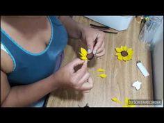 Como Fazer um Girassol de Papel Tutorial - YouTube Macha E Urso, Marsha E O Urso, Sunflower Party, Ideas Para Fiestas, 1st Birthday Parties, 1st Birthdays, Paper Flowers, Party Planning, Origami