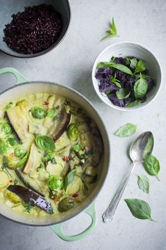 Aubergine and Lemongrass Curry (Vegan)