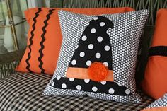 Sewing Pillows Yes. I said Gdubb pillows.:) @ Tuesdays with Dorie: .I free handed that cute… Halloween Quilts, Halloween Sewing, Fall Sewing, Halloween Pillows, Halloween Boo, Holidays Halloween, Halloween Crafts, Halloween Decorations, Halloween Ideas