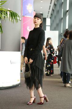 2017年春夏「アマゾン ファッション ウィーク東京(以下、AFWT)」が10月17日、開幕した。 X JAPANのYOSHIKIによる着物ブランド「ヨシキモノ(YOSHIKIMONO)」は、1年ぶり2回目のコレクションを発表した。ショー前半のランウエイ中央ではYOSHIKI本人によるピアノの生演奏が行われ、後半には