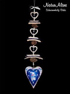 Die Shabby Chic Deko 373 ist eine Schwemmholz Girlande mit einem Metallherz im Vintage Landhaus Stil. Bestellbar im Schwemmholz Deko Shop! Shabby Chic Design, Deco, Diamond, Vintage, Jewelry, Garlands, Decorations, Driftwood, Archive