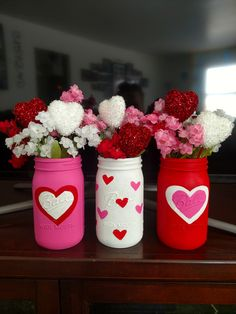 Perfect Ideas DIY Mason Jars for Valentine's Day Mason jars, or what some people call jars, are anything you can imagine being made with mason jars. And we are not only talking about Christmas. Valentines Day Food, Valentine Day Wreaths, Valentines Day Decorations, Valentine Day Crafts, Holiday Crafts, Diy Valentine's Mason Jar, Mason Jar Crafts, Bottle Crafts, Diy Valentine's Day Decorations