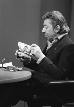 11 March 1984 Paris, Serge Gainsbourg outrages France by setting light to a 500-franc (100 $) banknote during a television programme as a protest at high taxes.  (© Philippe Wojazer)