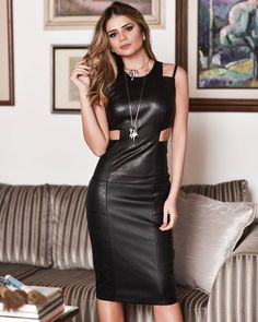 Aquele look sem riscos de dar errado!  | O vestido é @iorane e veste tão bem que tô tipo ! #blackdress #ThassiaStyle #ootn | Aprovado?! by thassianaves