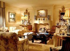 Risultati immagini per colori pareti soggiorno classico