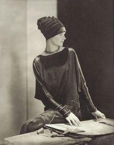 Edward Steichen, Dorothy Smart, 1926, hat by Madame Agnès