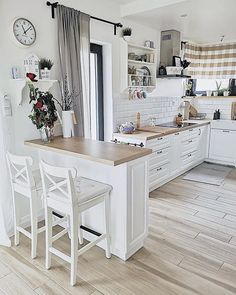 Dress up the kitchen furniture with a small budget - Home Fashion Trend Kitchen Room Design, Home Room Design, Home Decor Kitchen, Interior Design Kitchen, Kitchen Furniture, New Kitchen, Home Kitchens, Kitchen Trends, Kitchen Remodel