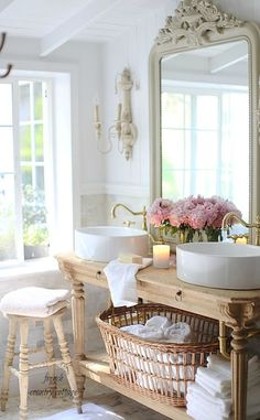 Gorgeous 85 Beautiful French Country Living Room Ideas https://wholiving.com/85-beautiful-french-country-living-room-ideas