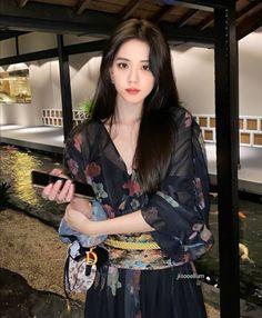 Blackpink Fashion, Fashion Poses, Blackpink Jisoo, Blackpink Photos, Girl Photos, South Korean Girls, Korean Girl Groups, Ullzang Girls, Black Pink Kpop