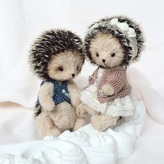 Хозяйка вчерашнего платьица во весь свой десятисантиметровый рост..) #teddy #teddyfriends #hedghog #teddyhedghog #tenderness #handmade #mysolutionforlife #lena_ivashchenko #тедди #друзьятедди #ежик #ежиктедди #ёжик #нежность #ручнаяработа #платье