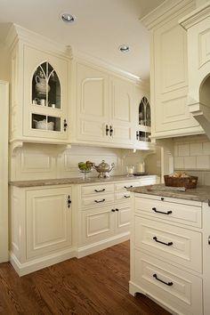 50 inspiring cream colored kitchen cabinets decor ideas (20)