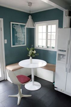 Kitchen Corner Bench Seating Wall Colors For 2019 Corner Seating, Office Seating, Corner Nook, Small Corner, Breakfast Nook With Storage, Breakfast Nooks, Small Sitting Areas, Kitchen Table Makeover, Floor Seating
