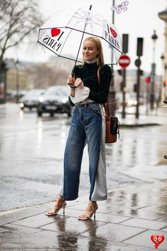 The Best Street Style Looks From Paris Fashion Week Fall 2020  <br> Plus, browse all of our images from the week in one place. Look Street Style, Street Style Looks, Spring Street Style, Street Style Women, Street Styles, Cool Street Fashion, Paris Fashion, Covet Fashion, Style Fashion