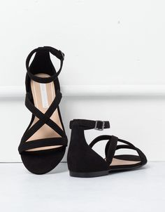 BSK crossed sandals - Shoes - Bershka Ukraine