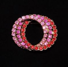 1615~Vintage Goldtone Red Pink Rhinestone 3 Linked Circles Brooch Pin**