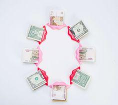 Réka Lörincz Necklace: Money talks, 2015 US dollar, pearl, goldplated brass, sainless steel, plastic  © By the author. Read Klimt02.net Copyright.