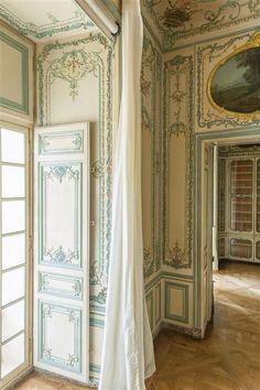Interior cabinet of the Dauphine