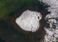Snow in Hawaii: the Mauna Kea volcano on the Big Island, and it tops out at 4,200 meters (13,800 feet).