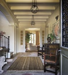 gracious entry hall / los angeles (1st of 2 views)