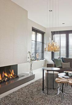 Elegant Interior Designs ∘・゚ Home Interior, Living Room Interior, Home Living Room, Interior Styling, Interior Design, Elegant Home Decor, Elegant Homes, Modern Fireplace, Beautiful Interiors