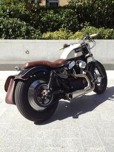 Sportster swingarm custom with Triumph style gas tank and tiny fly screen from Warr´s