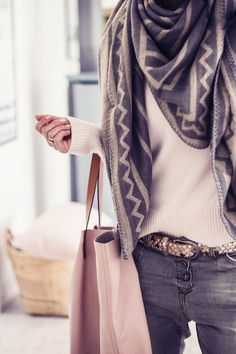 15 ways to tie a scarf Love this scarf