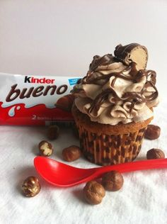 Cupcake + kinder bueno = NOMNOMNOM. It's unreal how much I love these things!