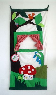 Poppenkast van Hanging Houses / puppet theatre wood