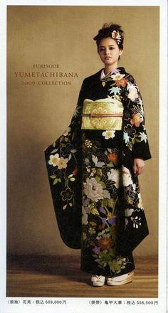 Furisode 振袖 / chiso 千總(2009年) Traditional Kimono, Traditional Fashion, Traditional Outfits, Yukata Kimono, Kimono Fabric, Japanese Geisha, Japanese Kimono, Kabuki Costume, Japanese Outfits