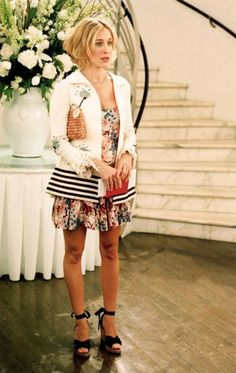The 36 Most Memorable Carrie Bradshaw Outfits On 'Sex And The City' Ranked In Order Of Fabulousness Carrie Bradshaw Outfits, Estilo Carrie Bradshaw, Carrie Bradshaw Hair, Fashion Tv, Fashion Looks, City Fashion, Fashion Quotes, Fashion History, Spring Fashion