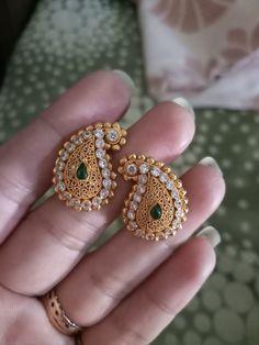 Indian Jewelry Earrings, Gold Bridal Earrings, Jewelry Design Earrings, Gold Earrings Designs, Gold Jewellery Design, Antique Earrings, Gold Jewelry Simple, Stylish Jewelry, Fashion Jewelry