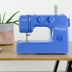 Sewing Machines Best Janome Couture Easy-to-Use Mechanical Sewing Machine Color: Blue - Sewing Hacks, Sewing Tutorials, Sewing Tips, Video Tutorials, Sewing Ideas, Sewing Patterns, Sewing Basics, Sewing Machines Best, Fashion Maker