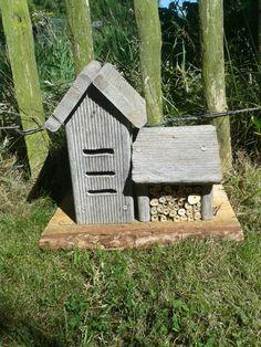 Combinatiehuis van insectenhotel en lieveheersbeestjes huisje