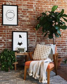 Exposed brick walls room that inѕріrе for your home design 51 Related Brick Wall Bedroom, Brick Wall Decor, Retro Living Rooms, Living Room Designs, Living Room Decor, Home Design, Home Interior Design, Design Ideas, Wall Design