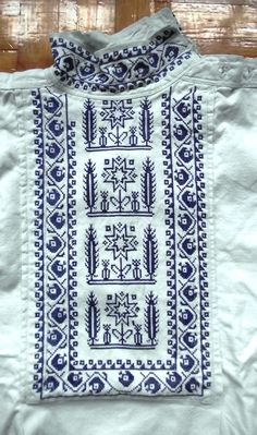 Dedina: Rejdová (Slovakia) Folk Embroidery, Modern Embroidery, Embroidery Patterns, Etnic Pattern, Crochet Projects, Sewing Projects, Complex Art, Pattern And Decoration, Folk Costume