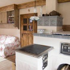 kachlova kamna se sporakem Room Interior Design, Wooden House, Sweet Home, Entryway, Home Appliances, Cottage, Cabin, Kitchen, Furniture