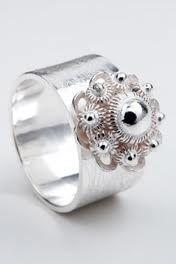 zeeuwse knoop - Google zoeken Jewelry Rings, Jewlery, Mesh Panel, Ring Necklace, Bling Bling, What To Wear, Women Wear, Jewelry Design, Wedding Rings