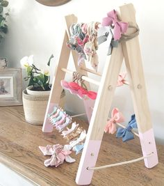 accessories storage The Big Sister- ultimate accessory storage Accessory Bow storage- Bows Headbands Clips Bow Hanger, Organizing Hair Accessories, Diy Bebe, Hanging Bar, Kids Storage, Storage Ideas, Craft Fairs, Girl Room, Ladder Decor