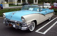 1956 Ford Fairlane Convertible Blue & White Ahhh, the days when cars were cars, not aluminum cans. Ford Gt, Car Ford, American Classic Cars, Ford Classic Cars, Classic Auto, Classic Style, Ford Motor Company, Chevy Trucks, La Ford Fairlane