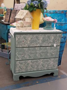 Chalk paint made easy! Robbie Webb-Maze used #DixieBellePaint newest color Vintage Duck Egg