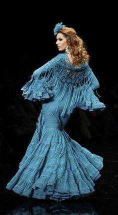 Moda flamenca en azul