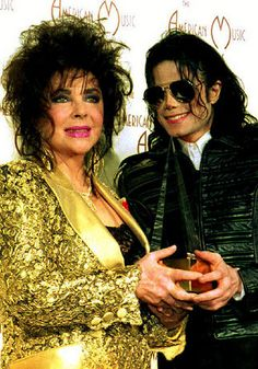 LIZ TAYLOR IS PRESENTING A ANERICAN MUSIC AWARD TO THE ONE & ONLY MICHAEL JACKSON KING OF POP
