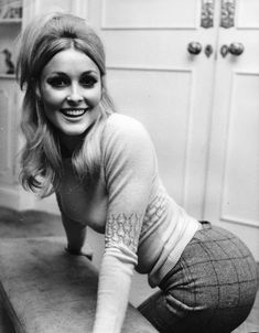 """Love Is Something You Feel: Photo simply-sharon-tate: """"Sharon Tate, photographed at her London apartment in September of 1965 """" Timeless Beauty, Classic Beauty, Classic Hollywood, Old Hollywood, Model Tips, Charles Manson, Celebs, Celebrities, Hollywood Actresses"""