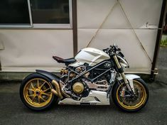 Moto Scrambler, Motos Yamaha, Ducati Motorcycles, Bobber Bikes, Cafe Racer Motorcycle, Motorcycle Garage, Street Fighter Motorcycle, Ducati Cafe Racer, Cafe Racer Bikes